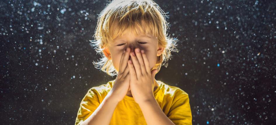 ילד מגן על עצמו מחיידקים ואלרגיה